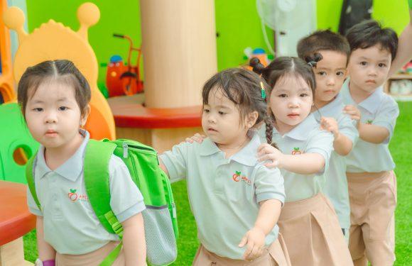 Có nên cho trẻ đi hoc sớm ?